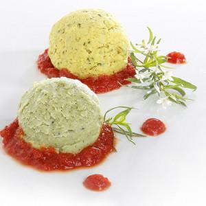 Duo de Dômes lieu noir curcuma, mousse de courgettes sur compotée de tomate.